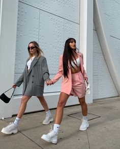 Find images and videos about fashion, girls and outfit on We Heart It - the app to get lost in what you love. Fashion Mode, 90s Fashion, Womens Fashion, Fashion Trends, Vintage Fashion, High Fashion, Fashion Suits, Retro Fashion, Korean Fashion