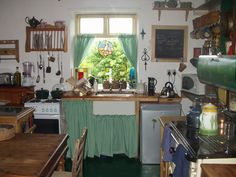 irish country decor/images | No fitted kitchen…just practical things all pulled together with a ...