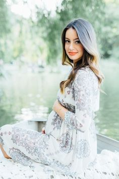 babybauchfotos-selber-machen-tipps-make-up-dezent-natürlich-boho-chic-mode-kleid-boot-see Baby bump photos-yourself-make-tips-make-up discreetly of course-boho-chic-fashion-dress-boot-see