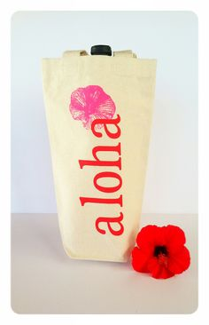 Perfect guest gift bag for destination weddings in Hawaii - this wine bag will fit all sorts of Hawaiian treats, not just wine!