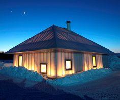 Cette incroyable maison translucide vise à tester les limites de l'architecture dans les climats froids. Kengo Kuma and Associates ont été inspirés par l'architecture traditionnelle des indigènes Aïnous dont les constructions sont doublées à l'aide d'herbe ou de bambou et servent d'isolant.