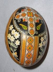 Easter Projects, Easter Crafts, Art Projects, Straw Art, Carved Eggs, Easter Egg Designs, Ukrainian Easter Eggs, Easter Traditions, Egg Art