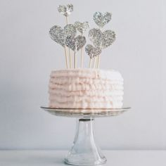 15 amazing ideas for accessorizing your wedding dessert. Photo via Paper Pony.