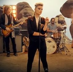 """From her """"Glee"""" days, Dianna Agron knows a thing or two about covering famous songs and impersonating beloved musicians. That's why she was the perfect person to take on Brandon Flowers in The Killers' new music video for their single """"Just Another Girl. Restless Heart, The Restless, Brandon Flowers, Music Clips, Dianna Agron, Cory Monteith, 1 Girl, Gorgeous Women, Beautiful"""