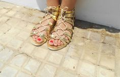 http://unachicasual.blogspot.com.es/2015/06/sandalias-romanas.html  gladiators, sandals, gold, girl, inspiration, ootd, outfit, look, fashion, blogger, summer