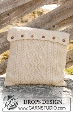 """Knitted DROPS cushion cover with cables in """"Alaska"""". ~ DROPS Design.  free pattern.  Nice pillow cover"""