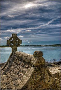 fontaine à Saint-Cado sur la rivière d'Etel. Morbihan, Bretagne.BELZ