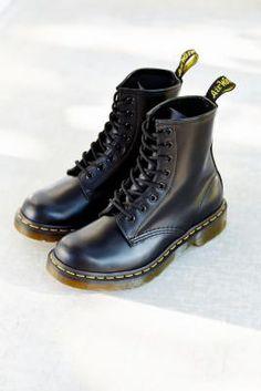 Shop Dr. Martens Smooth 8-Eyelet Boots at Urban Outfitters today. Size 7. Calça Com Meia Arrastão, Sapato Tumblr, Coturnos, Sapatos Góticos, Roupas, Bota Tratorada, Meia Calça, Calças Femininas, Meias, Sapatos Doc Martins, Doc Martens Moda, Sapatos Docs, Sapatos Sandálias, Botas De Aço, Sapatilhas, Calcanhar, Botas Pretas, Botas E Sapatos, Tipos De Sapatos, Sapatos Baixos