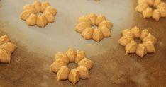 Erdnussbutter-Plätzchen aus der Plätzchenpresse von Pampered Chef Zutaten: 180 g Zucker 1 Ei 200 g cremige Erdnussbutt...