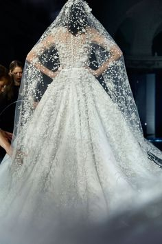 Ralph & Russo Couture Bride   Lo confesamos: ¡We sooo in Love!  Os dejamos el link del video del desfile  https://www.youtube.com/watch?v=j2bfVtadaoQ