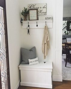 35 Amazing Small Entryway Decor Ideas Foyer and Entryway Ideas Amazing Decor Ent. 35 Amazing Small Entryway Decor Ideas Foyer and Entryway Ideas Amazing Decor Ent… 35 Amazing Sma Room Interior, Interior Design Living Room, Living Room Decor, Halls Pequenos, Decoration Hall, Decorations, Small Entryways, Amazing Decor, Hallway Decorating