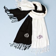 Personalized Pashmina for Bridesmaids | #exclusivelyweddings | #bridesmaidgifts