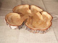 Северные леса дарят великолепный материал для творчества. Причудливые капы, сросшиеся стволы и просто поленья, в которых глаз мастера видит будущее чудо,… Wood Shop Projects, Dremel Projects, Woodworking Projects Diy, Diy Wood Projects, Wood Crafts, Rustic Log Furniture, Rustic Wood Walls, Cnc Wood, Wood Creations