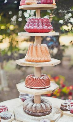 I love bundt cake.a bundt cake tower is just genious Pretty Cakes, Beautiful Cakes, Amazing Cakes, Cake Bars, Pink Cake Box, Cake Tower, Naked Cakes, Un Cake, Chiffon Cake