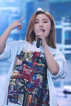South Korean Girls, Korean Girl Groups, Wheein Mamamoo, You Are Cute, K Pop Star, Cute Jeans, Soyeon, Music Bands, K Idols