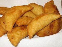 EMPANADAS DE CARNE (Receta)  Hoy me comería unas ricas empanadas, bueno hoy y… en cualquier momento.  A continuación… una de tantas recetas    INGREDIENTES  300 gr de Harina de maíz. (HARINA PAN)  Agua. (Cantidad suficiente para amasar)  Aceite de girasol o de maíz (Cantidad suficiente para freír)  1/4 kg de carne picada de ternera  1/2 Cebolla.  1 Tomate  1 Taza de tomate triturado.  1 Pimiento verde.  3 Dientes de ajo.  1 Cubito de caldo de pollo.  Sal y pimienta al gusto.