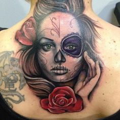 Tatouage Retour Cou Crâne Mexicain Fleur par Underworld Tattoo Supplies