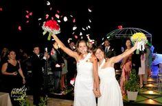 Após tornar público o relacionamento, as jogadoras de vôlei de praia Larissa França (à dir.) e Lili Maestrini se casaram no sábado (3) em um cerimônia realizada na praia do Porto das Dunas, em Fortaleza (CE).