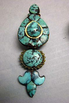 Earring, gold with turquoise. Tibet, 17th-19th century