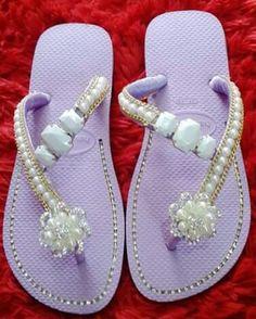 @*@ Flip Flop Art, Cute Flip Flops, Flip Flop Slippers, Flip Flop Sandals, Fabric Flip Flops, Barefoot Sandals Pattern, Shoe Makeover, Decorating Flip Flops, Lace Jeans