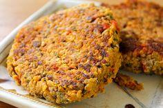 Veja aqui uma receita de hambúrguer vegetariano: hambúrguer de quinoa. Delicioso e super saudável!