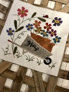a lot of quilting, home deco, gardening , grand baby & recipes. Wool Applique Quilts, Wool Applique Patterns, Wool Quilts, Wool Embroidery, Felt Applique, Quilt Patterns, Felted Wool Crafts, Felt Crafts, Small Quilts