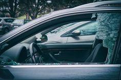 Salzburg Stadt: Wieder Seitenfenster bei zwei PKW eingeschlagen und bei 4 Autos die Reifen zerstochen