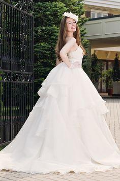 素晴らしい A ライン  フリル オーガンザ ベアトップ ファスナー ノースリーブ チャペル 花嫁 二次会 ドレス  Hly0066