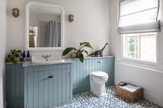 South London Interior Garden Designer transforms your home into an inspiring space that is totally unique and full of character. Bathroom Paneling, Bathroom Blinds, Downstairs Bathroom, Bathroom Marble, Family Bathroom, Bad Inspiration, Bathroom Inspiration, Tongue And Groove Panelling, Childrens Bathroom