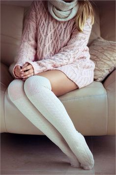 Those socks - pink coral cozy knitted sweater long white socks Style outfit fashion apparel women clothing Style Outfits, Mode Outfits, Long White Socks, Moda Crochet, Crochet Lace, Look Fashion, Womens Fashion, Fashion 2014, Fashion Goth