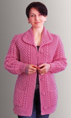 Шикарный воротник от Натальи Лок + шикарная галерея работ: Дневник группы «ВЯЖЕМ ПО ОПИСАНИЮ»: Группы - женская социальная сеть myJulia.ru Crochet Jacket Pattern, Crochet Coat, Knitted Coat, Free Aran Knitting Patterns, Knitting Designs, Pullover Design, Sweater Design, Baby Hats Knitting, Lace Knitting