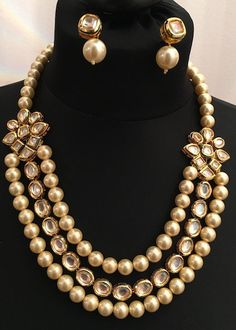 This luxurious necklace set is made with finest quality kundan and pearls. The kundan work is hand crafted with hand painted meenakari work. Earrings are included in this set. India Jewelry, Bead Jewellery, Dainty Jewelry, Boho Jewelry, Wedding Jewelry, Beaded Jewelry, Vintage Jewelry, Fine Jewelry, Fashion Jewelry