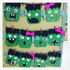 Frankenstein Halloween Craft Freebie Frankenstein Halloween Craft Freebie is what I have for you today! This is just a quick and easy {free} Frankenstein craft for the Halloween season, perfect for li Theme Halloween, Halloween Crafts For Kids, Fall Crafts, Holiday Crafts, Halloween Theme Preschool, Fall Halloween, Halloween Season, Halloween Activities For Toddlers, Halloween Classroom Decorations