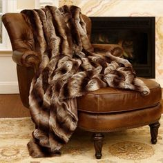 The Chinchilla Faux Fur Throw is thermal and keeps you cozy and warm. Perfect for outdoor, watching TV. Stay warm this winter and feel great with this faux fur throw. Unbelievably soft and plush. Dynamic decor piece to throw over a couch or chair, it serves as a fashionable, functional accent piece. Perfect blanket to cuddle up on a chilly evening. Faux Fur Rug, Faux Fur Throw, Chinchilla, Pele Natural, Fur Blanket, Cotton Blankets, Throw Blankets, Sofa Chair, Bed Couch