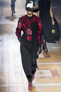 Lanvin Fall 2015 Ready-to-Wear Collection Photos - Vogue Fashion Shows 2015, Fashion Week 2015, Spring Fashion, Jeanne Lanvin, Bouchra Jarrar, Runway Fashion, Fashion Outfits, Paris Fashion, Miss Dress