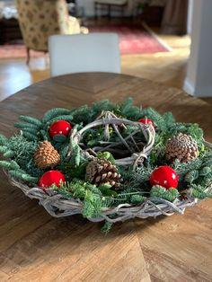 Christmas Wreaths, Christmas Decorations, Holiday Decor, Blog, Trends, Inspiration, Home Decor, Crown Cake, Christmas Decor
