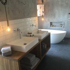 Endlich sind wir eingezogen....das Badezimmer ist der einzige Raum,der schon fast fertig ist!!!!