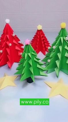 Origami Christmas Ornament, Christmas Paper Crafts, Holiday Crafts, Christmas Diy, Handmade Christmas, Origami Ornaments, Diy Ornaments, Origami Easy, Origami Wreath