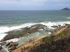Essa é a Praia do Secreto no Recreio dos Bandeirantes, Rio de Janeiro - Brasil. Também chamam de piscininha. Ela possui acesso um pouco mais difícil, porém tem sido cada vez mais visitada por turistas e até mesmo os cariocas.