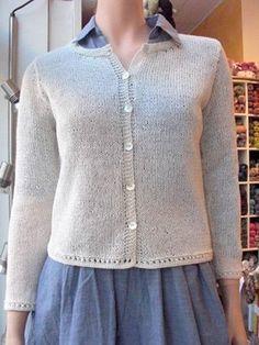 Klassisk kofta med enkel hålkant. Finns i två längder. Poncho Sweater, Drops Design, At Least, Barbie, Sweaters For Women, Pullover, Crochet, Pretty, Knitting Ideas