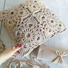 Knitting Crochet Deco Hacer Punto Estilo - Diy Crafts - maallure So what will be… in 2020 (With images) Knitted Cushion Covers, Crochet Pillow Cases, Crochet Pillow Patterns Free, Crochet Mandala Pattern, Knitted Cushions, Crochet Motifs, Knitting Patterns, Diy Crafts Crochet, Crochet Home