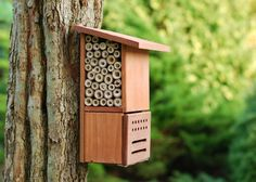 Un refuge pour les insectes. This is an insect house for your garden. Fair warning the website it links to is in French! Garden Ideas Diy Cheap, Diy Garden Projects, Farm Gardens, Outdoor Gardens, Cottage Gardens, Ladybug House, Refuge, Outdoor Living, Outdoor Decor