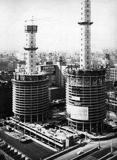 Bertrand Goldberg, Marina City, Under Construction, Chicago, Illinois, 1959-1964