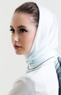 ✿ڿڰۣ(̆̃̃ღ Hijab Fashion, Women's Fashion, Head Scarf Styles, Silk Scarves, Veil, Head Scarfs, Female, Hunters, Colours