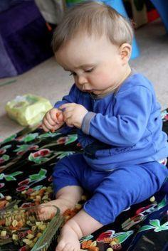 Les pâtes crues intriguent beaucoup les bébés