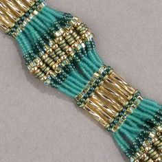 Scalloped Brick Stitch Bracelet--Lots of suggested colour combinations Seed Bead Bracelets Tutorials, Beaded Bracelets Tutorial, Beading Patterns Free, Beaded Jewelry Patterns, Bead Patterns, Diy Jewelry, Handmade Jewelry, Jewelry Making, Jewellery