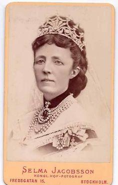Sophie tiara vintage