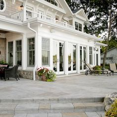 round raised patio w shallow steps