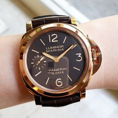 Been a while since we showed off some gold. This the #Panerai PAM511 Oro Rosso…