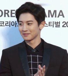 2015 Korea Drama Awards 151009 : Red Carpet - Chanyeol (3/4)